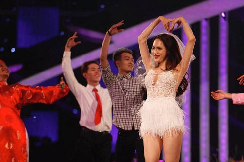 Hương Giang Idol cầu hôn khiến Trấn Thành bối rối - 1