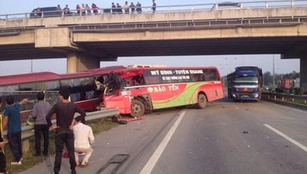 Tai nạn kinh hoàng trên cao tốc Nội Bài - Lào Cai - 1