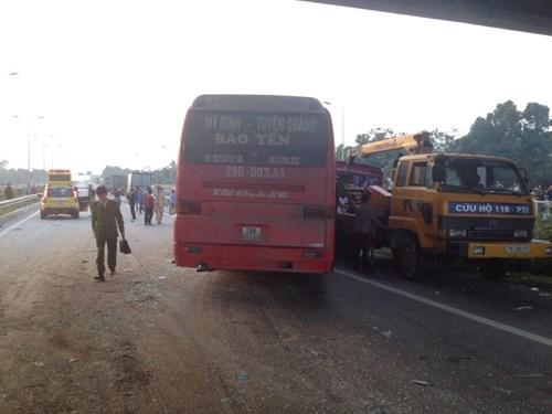 Tai nạn kinh hoàng trên cao tốc Nội Bài - Lào Cai - 2