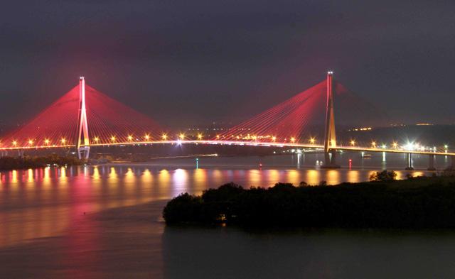 Ngắm dàn đèn nghệ thuật gần 30 tỷ đồng trên cầu Cần Thơ - 2