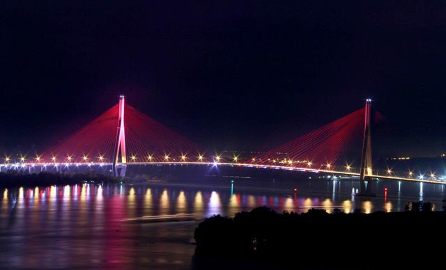Ngắm dàn đèn nghệ thuật gần 30 tỷ đồng trên cầu Cần Thơ - 3