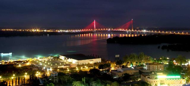 Ngắm dàn đèn nghệ thuật gần 30 tỷ đồng trên cầu Cần Thơ - 1