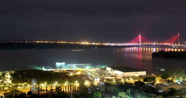 Ngắm dàn đèn nghệ thuật gần 30 tỷ đồng trên cầu Cần Thơ - 5