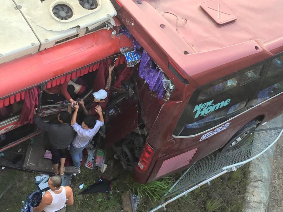 50 bác sĩ dồn sức cứu nạn nhân vụ tai nạn trên cao tốc - 1