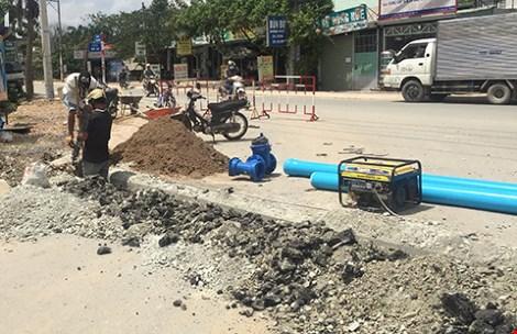 TP.HCM: Dân khổ vì cấp nước đụng độ thoát nước - 1