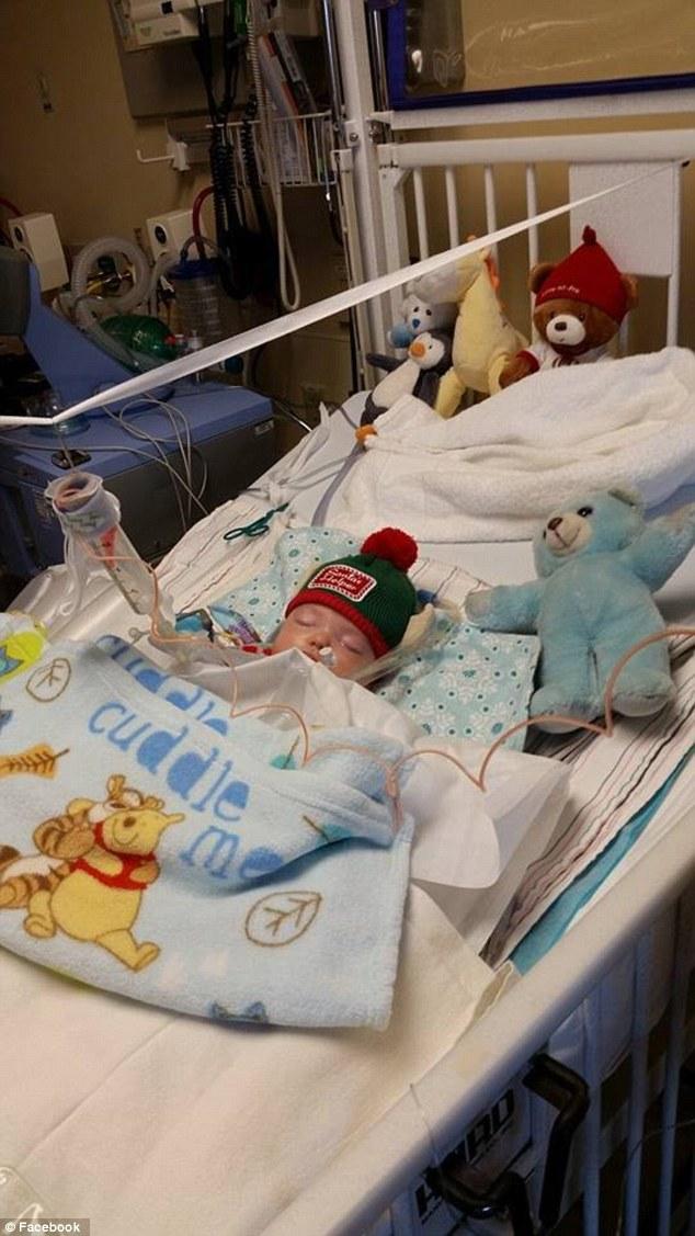 Cảm động cậu bé xin ông già Noel cứu em bé xa lạ - 3