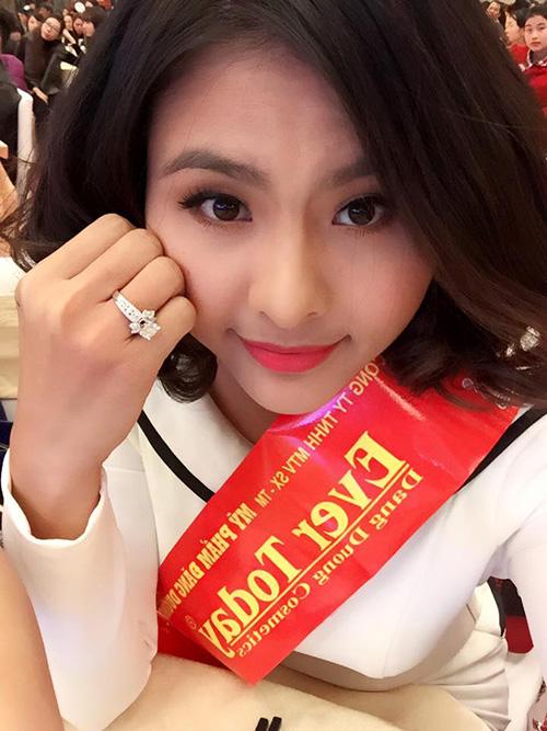 Facebook sao 22/12: Vân Trang khoe nhẫn kim cương 'khủng' - 1