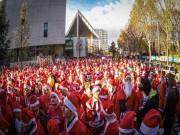 Thể thao - Các ông già Noel thi chạy để… nhận quà