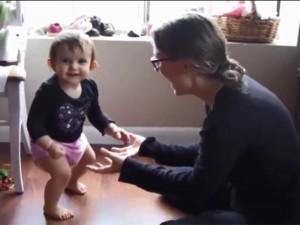 Bạn trẻ - Cuộc sống - Clip: Phì cười với những phản ứng đáng yêu của bé