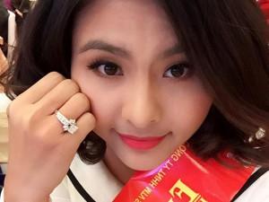 Đời sống Showbiz - Facebook sao 22/12: Vân Trang khoe nhẫn kim cương 'khủng'