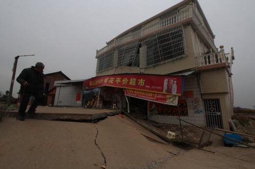 Bên trong ngôi làng 'hố tử thần' ở Trung Quốc - 2