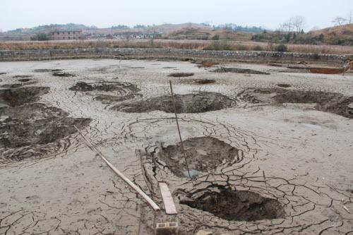 Bên trong ngôi làng 'hố tử thần' ở Trung Quốc - 5