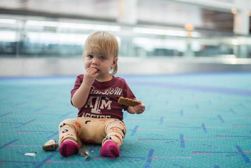 3 mẹo đơn giản giúp trẻ ngoan hơn khi đi máy bay - 4