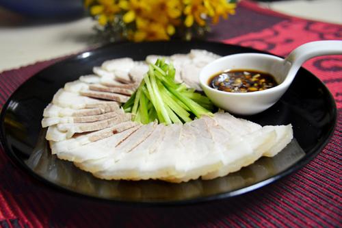 Cách luộc thịt lợn trắng, thơm và không bị khô - 1