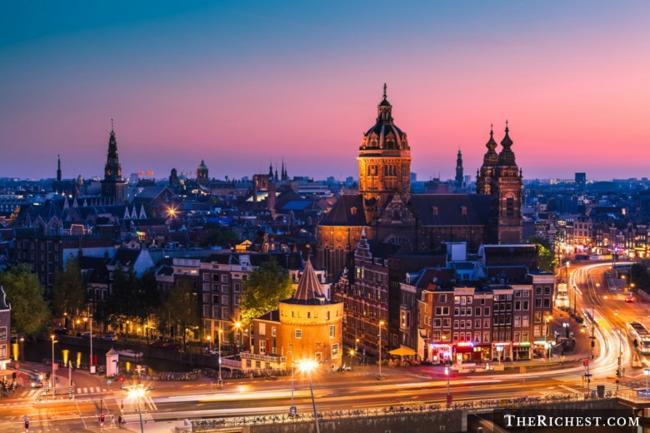 Top 10 thành phố tiệc tùng sôi động nhất châu Âu - 1