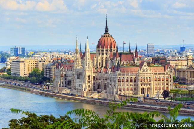 Top 10 thành phố tiệc tùng sôi động nhất châu Âu - 3