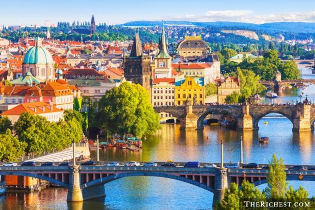 Top 10 thành phố tiệc tùng sôi động nhất châu Âu - 7