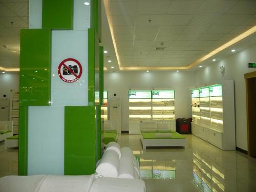 """Showroom cấm khách Việt ở Đà Nẵng: """"Do bảo vệ lỡ miệng"""" - 4"""