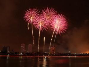 Tin tức trong ngày - Đà Nẵng lần đầu tiên bắn pháo hoa đón năm mới bên bờ biển