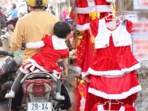 Quần áo Noel trẻ em đắt hàng mùa giáng sinh