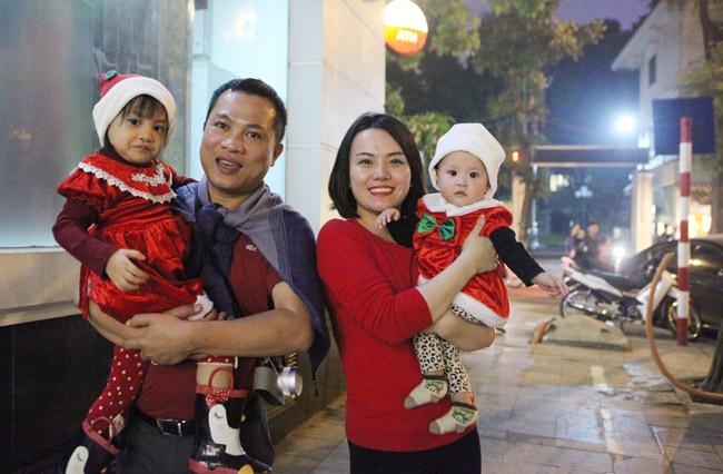 Ảnh: Người Hà Nội đón Giáng sinh sớm - 5