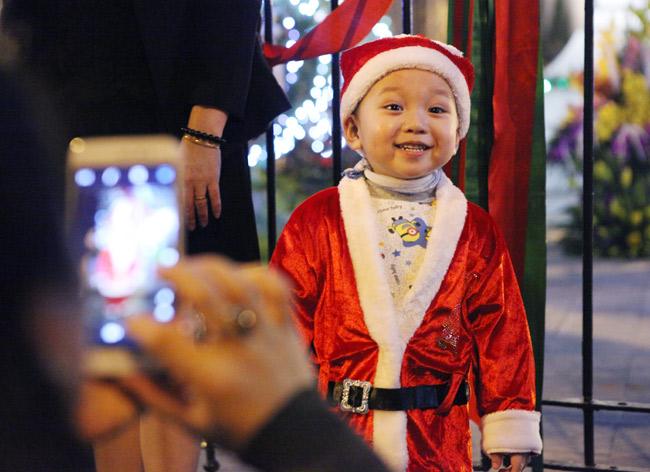 Ảnh: Người Hà Nội đón Giáng sinh sớm - 11