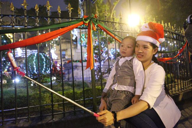 Ảnh: Người Hà Nội đón Giáng sinh sớm - 12