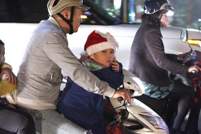 Ảnh: Người Hà Nội đón Giáng sinh sớm - 4