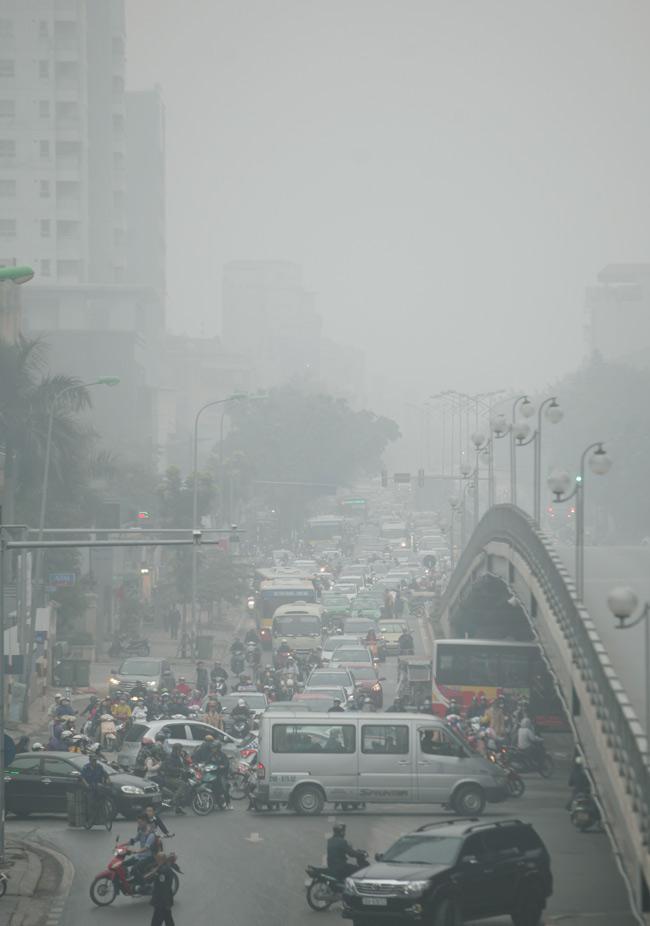 Ảnh: Sương mù dày đặc bao phủ Hà Nội - 1