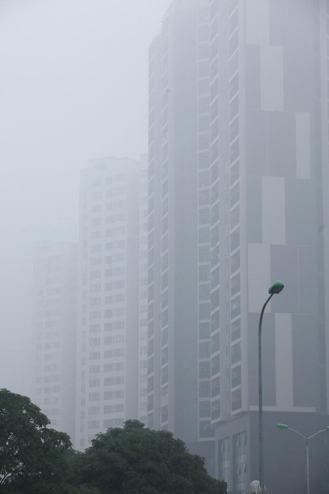 Ảnh: Sương mù dày đặc bao phủ Hà Nội - 3