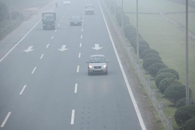 Ảnh: Sương mù dày đặc bao phủ Hà Nội - 5