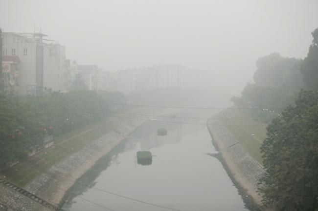 Ảnh: Sương mù dày đặc bao phủ Hà Nội - 9
