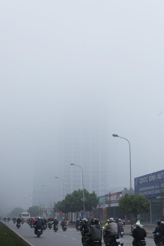 Ảnh: Sương mù dày đặc bao phủ Hà Nội - 10