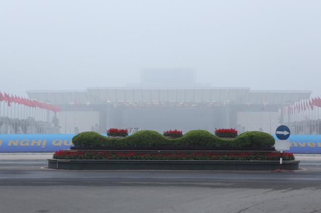Ảnh: Sương mù dày đặc bao phủ Hà Nội - 12