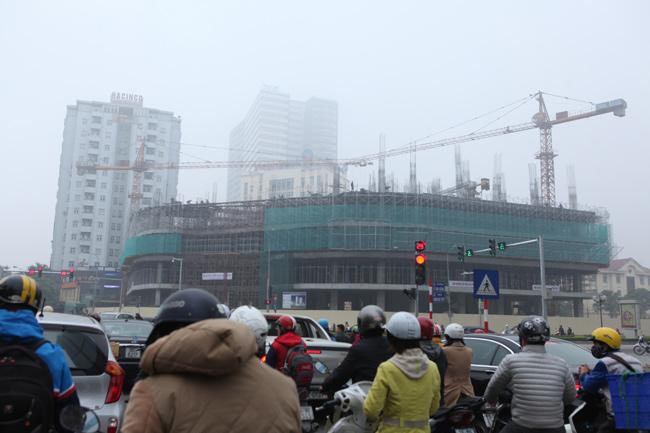 Ảnh: Sương mù dày đặc bao phủ Hà Nội - 13