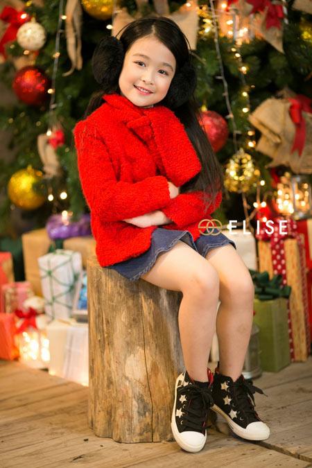 Mẫu nhí Bảo Ngọc gây sốt với bộ hình Giáng sinh - 10