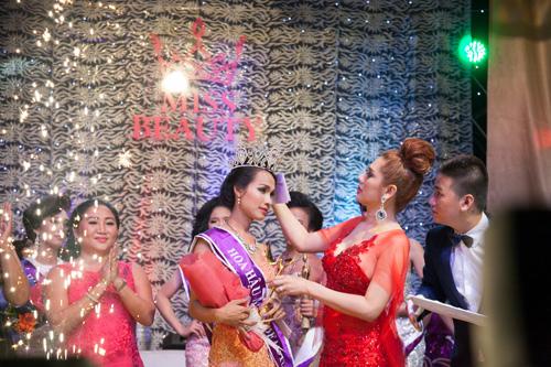 Ngắm nhan sắc Hoa hậu chuyển giới Việt Nam đầu tiên - 4