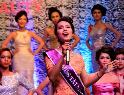 Ngắm nhan sắc Hoa hậu chuyển giới Việt Nam đầu tiên - 7