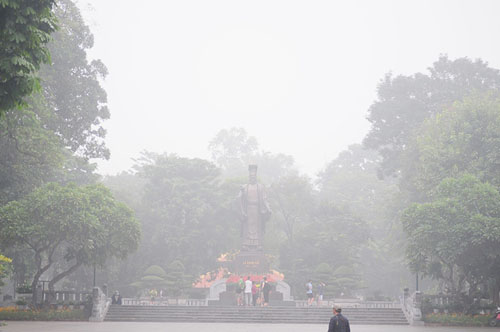 Ảnh: Sương mù dày đặc bao phủ Hà Nội - 23