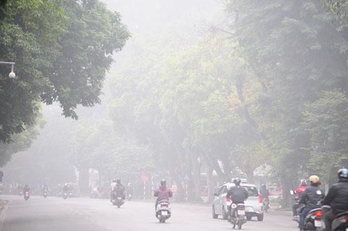 Ảnh: Sương mù dày đặc bao phủ Hà Nội - 24