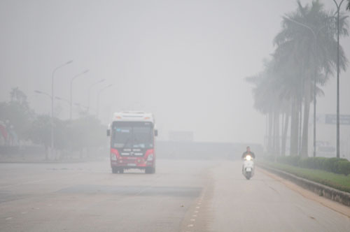 Ảnh: Sương mù dày đặc bao phủ Hà Nội - 16