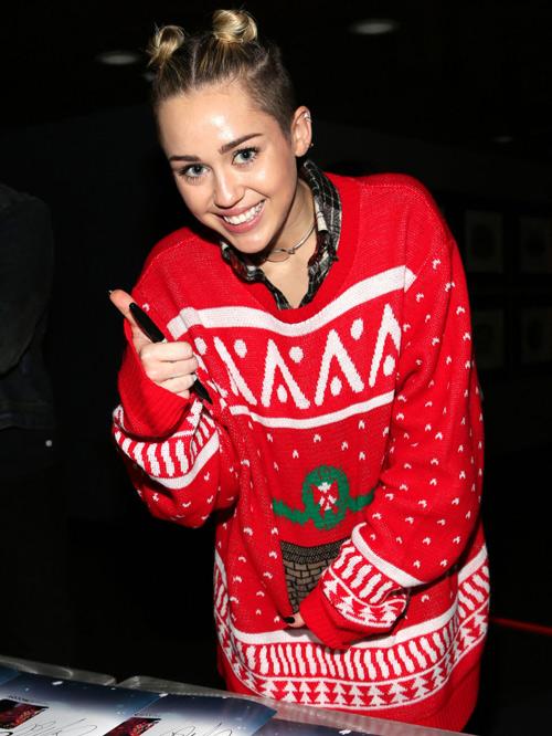 """Trang phục """"ăn theo"""" mùa Giáng Sinh của sao - 2"""