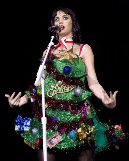 """Trang phục """"ăn theo"""" mùa Giáng Sinh của sao - 5"""
