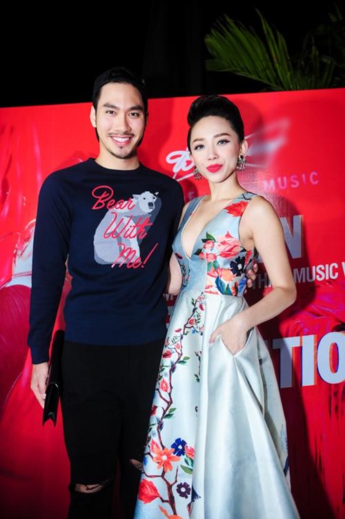 Tóc Tiên gợi cảm ra mắt MV 'ăn chơi' - 7