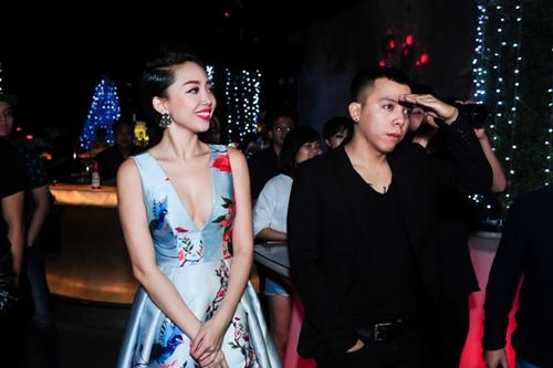 Tóc Tiên gợi cảm ra mắt MV 'ăn chơi' - 2