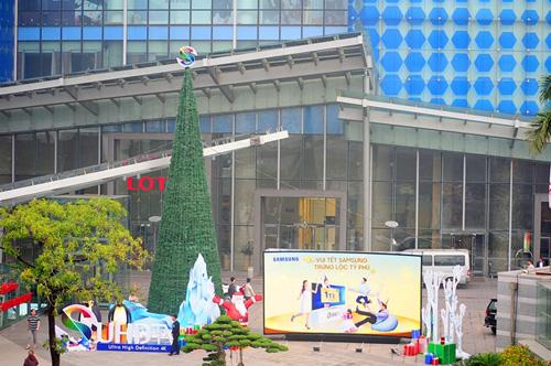 """Ngắm những cây thông Noel """"siêu khủng"""" ở Hà Nội - 11"""