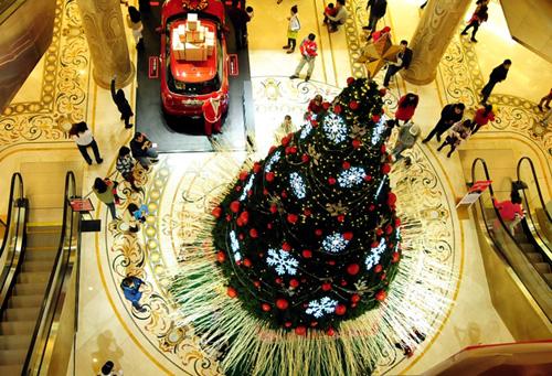 """Ngắm những cây thông Noel """"siêu khủng"""" ở Hà Nội - 6"""