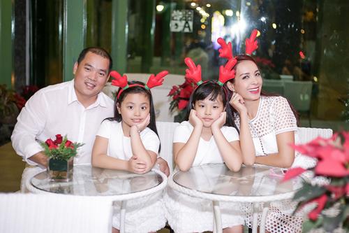 Gia đình Thúy Hạnh đón Giáng sinh ở 'xứ nóng' - 2