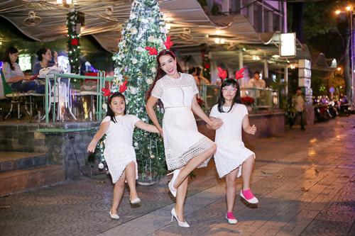 Gia đình Thúy Hạnh đón Giáng sinh ở 'xứ nóng' - 3