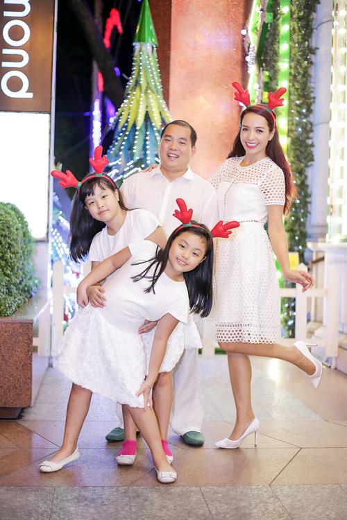 Gia đình Thúy Hạnh đón Giáng sinh ở 'xứ nóng' - 1